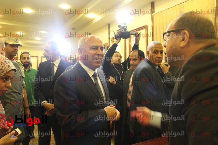 فيديو وصور  وزير النقل يتفقد محطة قطار سيدي جابر بالإسكندرية